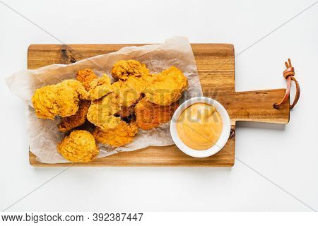 Chicken nuggets and sauce, top view
