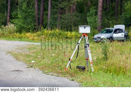 Portable Radar Camera Design On The Side Of The Road To Record The Speed Of Vehicles To Automaticall