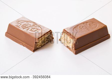 Belarus, Novopolotsk - Oktober 30, 2020: Two Kit Kat Bars