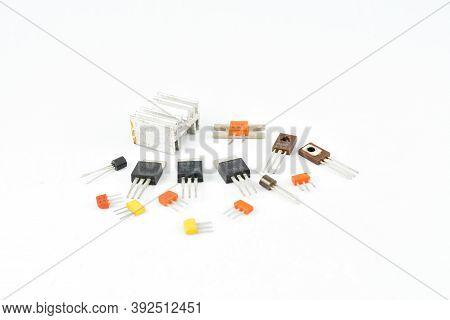 Radio, Vintage Transistors, Low Power, Low Voltage, Heat Sink For Transistors, Repair And Replacemen