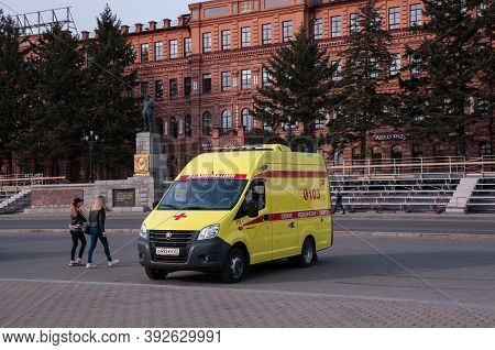 Russia, Khabarovsk, May 1, 2019: Yellow Ambulance Near The Lenin Monument On Lenin Square