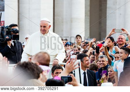 Rome, Italy. June 14, 2015: Pope Francis In The Crowd In St. Peter's In Vatican City In Rome, Italy.