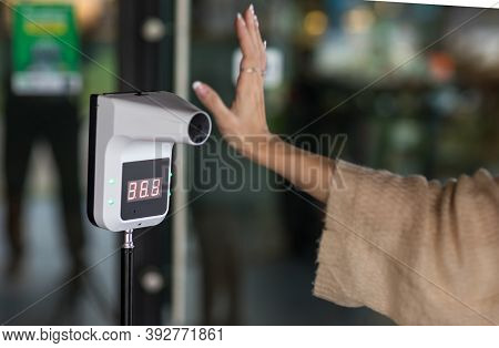 Automatic Measuring Temperature Woman At Hospital .covid-19 Test Temperature For Human.