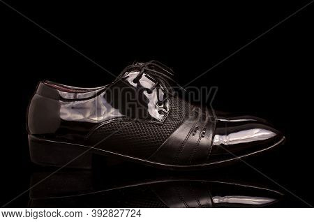 Luxury Shinny Black Business Man Shoes Isolated On The Dark Background