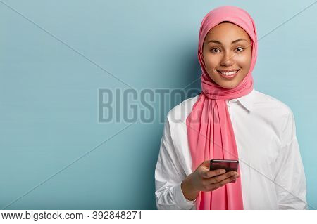 Pleased Muslim Woman Uses Cell Phone To Socialize, Gives Reply In Online Chat, Posts Something In So