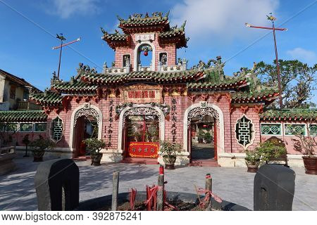 Hoi An, Vietnam, October 29, 2020: View From The Censer In Front Of The Main Gate Of The Assembly Ha
