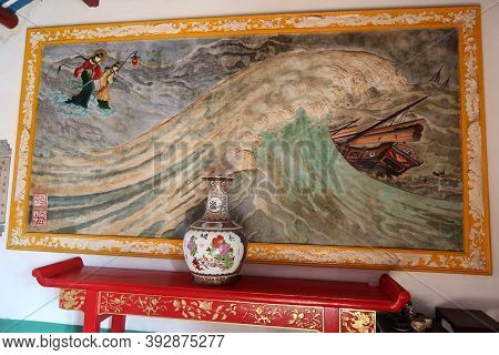 Hoi An, Vietnam, October 29, 2020: Colorful Mural Of The Assembly Hall Of Fujian Chinese Temple In H