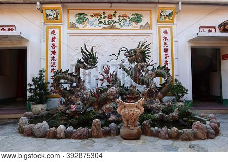 Hoi An, Vietnam, October 29, 2020: Fountain With A Dragon In The Backyard Of The Assembly Hall Of Fu