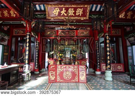 Hoi An, Vietnam, October 29, 2020: Main Hall Of The Assembly Hall Of Fujian Chinese Temple In Hoi An