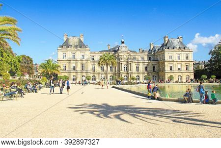 Paris, France - September 26, 2015: Children's Ships In Fountain Near Luxembourg Palace - Luxembourg