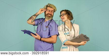 Medical Staff. Medical Education. Evidence Based Medicine. Doctor And Nurse Communicating. Virus Tre