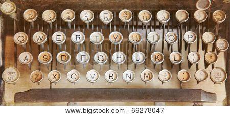 Qwerty keyboard of an antique typewriter