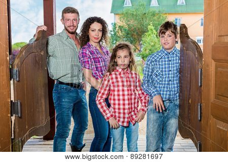family of four ging to enter wild west saloon