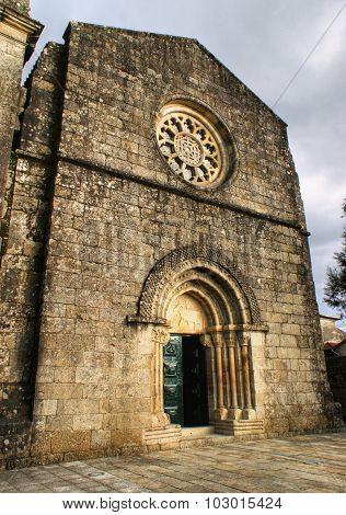 Fachada Da Igreja Românica De Fonte Arcada