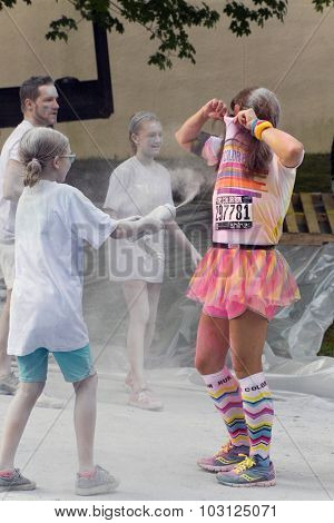 Colorful Color Runner Gets Hosed Down With Glitter