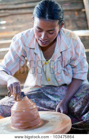 Girl Potter, Myanmar