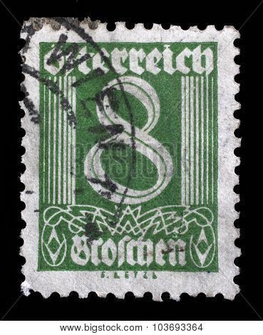 AUSTRIA - CIRCA 1925: A stamp printed in Austria shows image of the number 8, circa 1925.