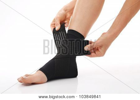Orthopaedic stabilizer ankle, feminine foot in dressing