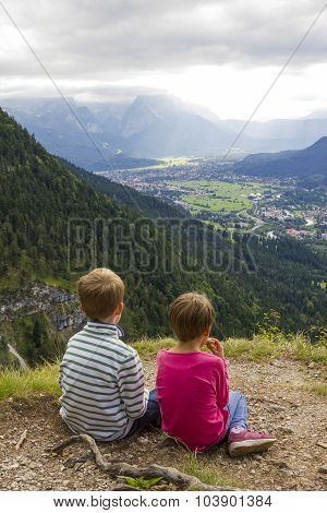 Hiking With Children - Lookout Point To Loisach Valley