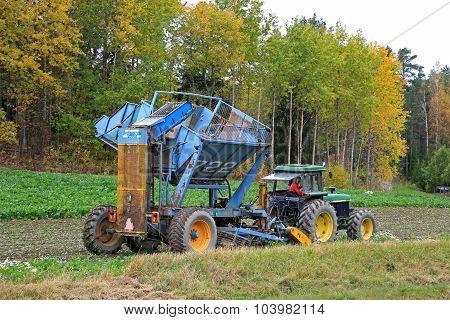 John Deere Sugar Beet Harvest In October