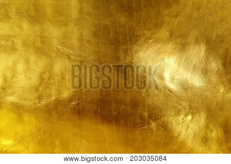 The surface of gold cement is not glittering.