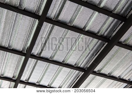 Garage roof construction by scaffolding and metal sheet.