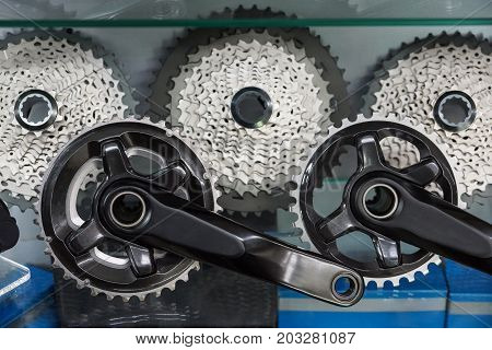 Bicycle crank and rear cassette for mountain bike cycling
