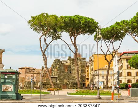 ROME, ITALY - AUGUST 30, 2013: The street in the center of Rome. Rome, Italy