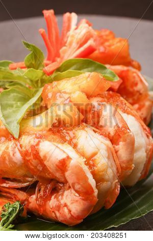 Close up image of the fried shrimps on the plate