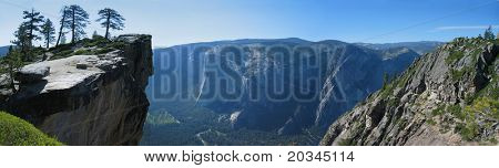 Panoramic view on Yosemite Valley from Taft Point