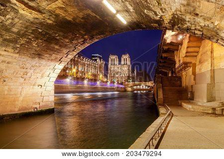 Notre Dame de Paris and the river Seine at sunset.