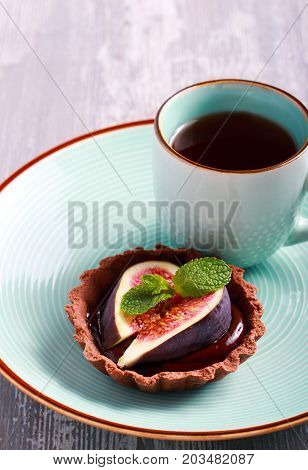 Chocolate tartelettes with chocolate ganache filling and figs on top