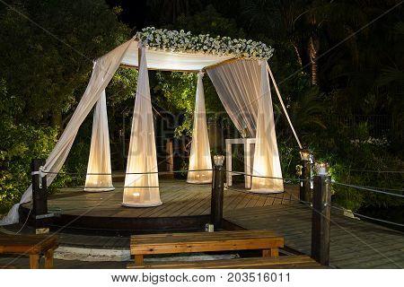 Beautiful photo of the Jewish Hupa wedding putdoor .
