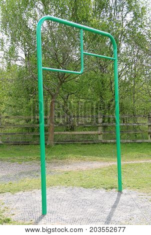 Outdoor Gym Fitness Chin Up Frame Equipment.