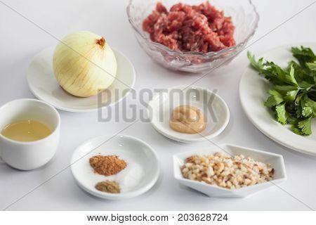 Step by step Levantine cuisine kibbeh preparation : Ingredients to prepare kibbeh filling mix
