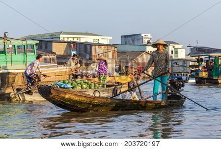 CAN THO VIETNAM - 3/24/2016: Merchants and re-sellers at Cai Rang Floating Market on the Mekong river.