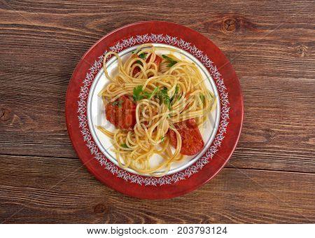 Spaghetti Piccanti al Pomodoro Fresco  close up  cooked meal