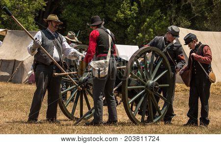 Confederate Soldiers Prepare Canon