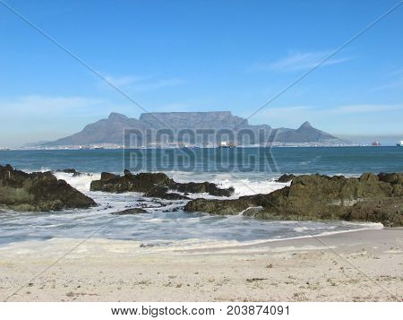 VIEW OF TABLE MOUNTAIN, FROM BLOUBERG STRAND, CAPE TOWN, SOUTH AFRICA 42dfc