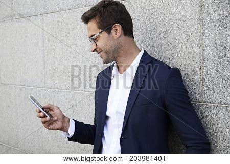 Smartly dressed business dude on Smartphone texting