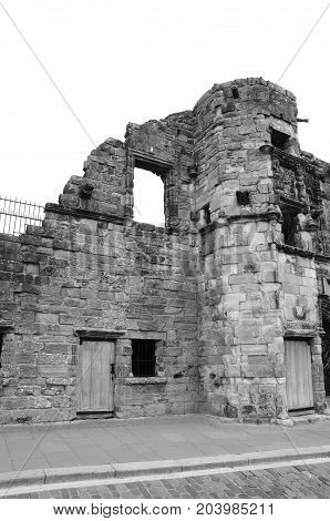 A view of the ruins of a medieval mansion in Stirling
