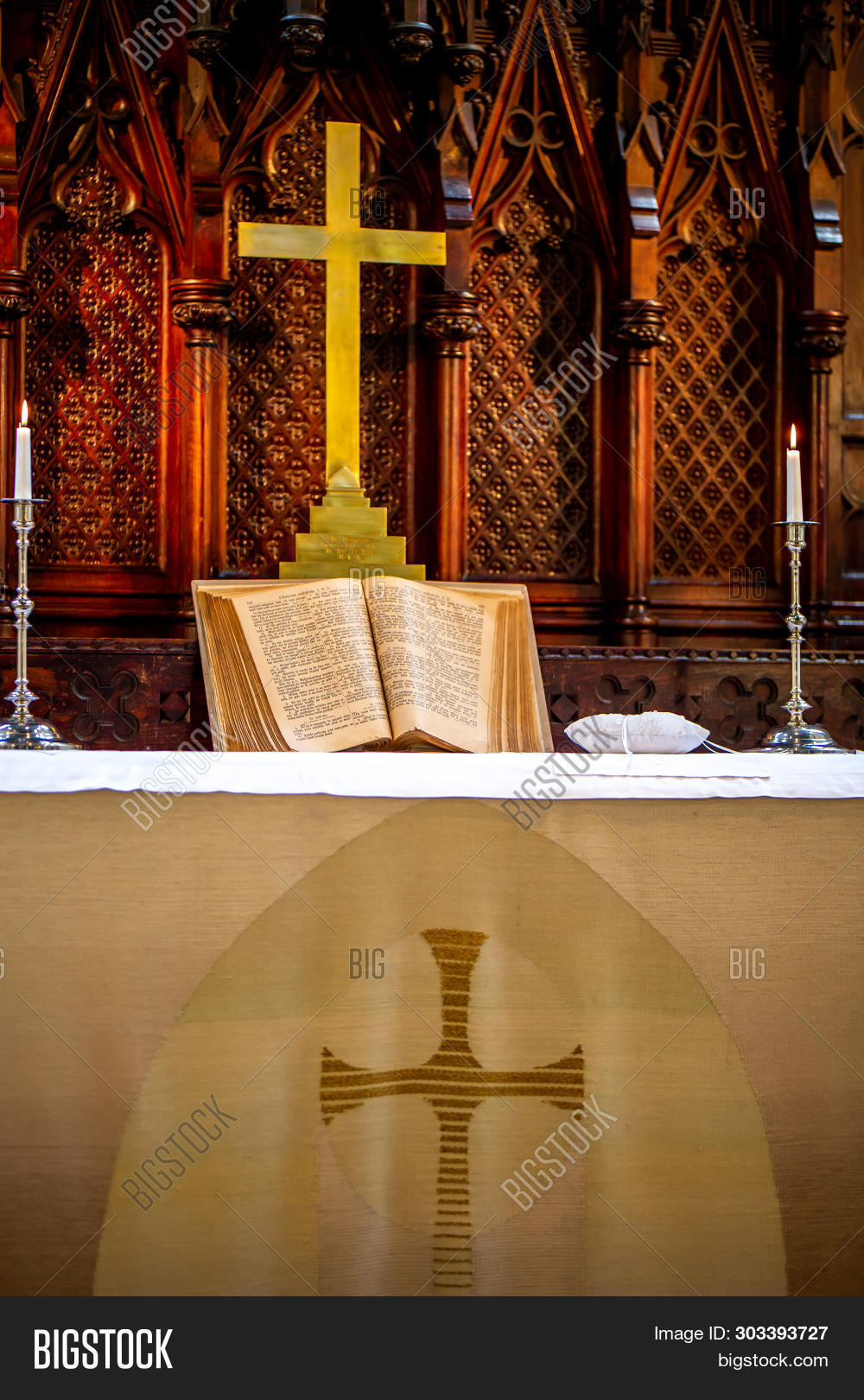 Riga, Latvia - May 18, 2018. Riga Luther Church. Church Altar With Cross And Bible Before Wedding Ce