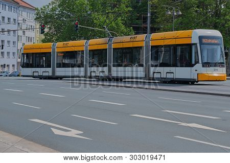 Mainz, Germany On May, 24 - 2019: A Tramcar Line 59 In Mainz Is Driving On Binger Strasse. Tram Of T