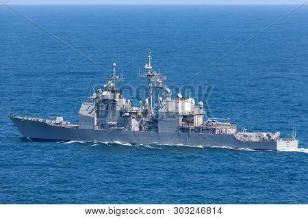Sydney, Australia - October 11, 2013: Uss Chosin (cg-65) Ticonderoga-class Guided-missile Cruiser Se