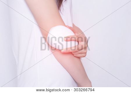 The Girl Treats The Elbow Joint With The Help Of Physiotherapy, The Treatment Of Joints With A Magne