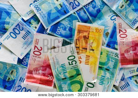 Pile Of Nis - New Israeli Shekels Banknotes With The New 200, 100, 20, 50 Sheqel. Wallpaper Of Sheke