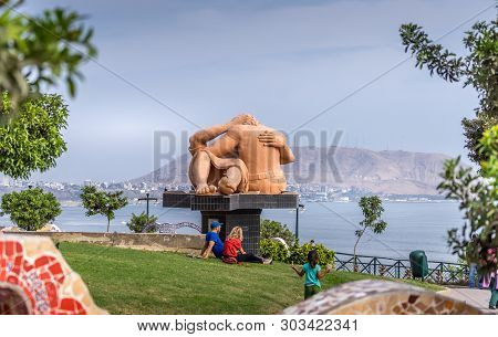 Lima, Peru  - April 29, 2019. Kiss Sculpture In Love Park Lima. People Relaxing And Kids Playing In
