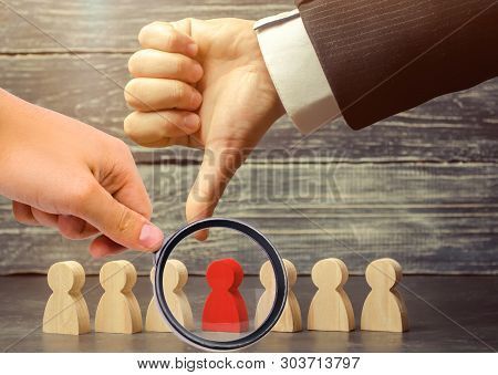 The Leader Points The Finger At The Employee. Select A Person In A Team. Dismissal Employee. Reducti