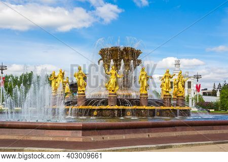 Moscow, Russia-may 12, 2016: Peoples ' Friendship Fountain In Vdnh Park In Moscow. Gorgeous View Of