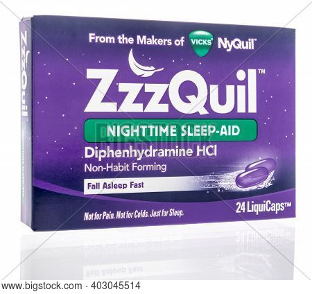 Winneconne, Wi -4 January 2021: A Package Of Vicks Zzzquil Nighttime Sleep Aid On An Isolated Backgr